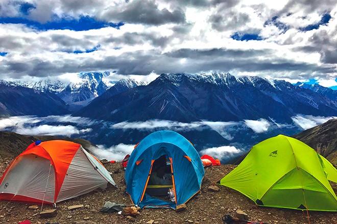 Палатки в горах