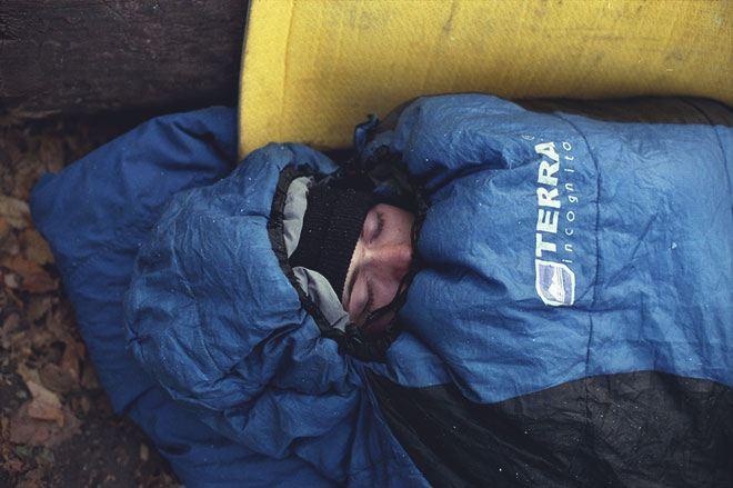 Сон в спальном мешке