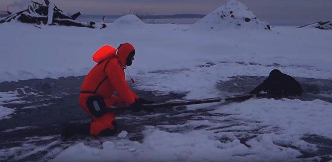 Помощь провалившемуся под лед