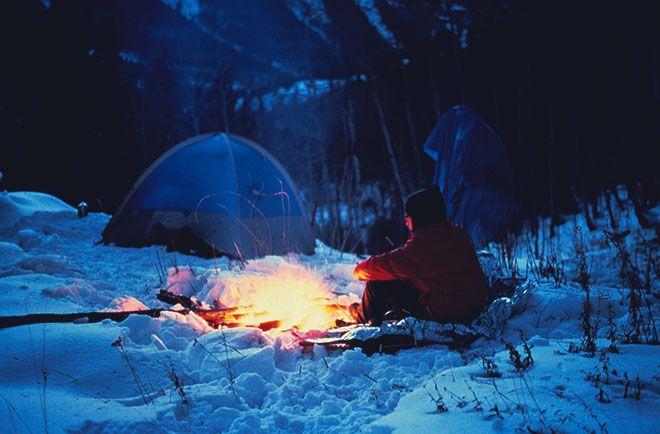 Возле костра зимой