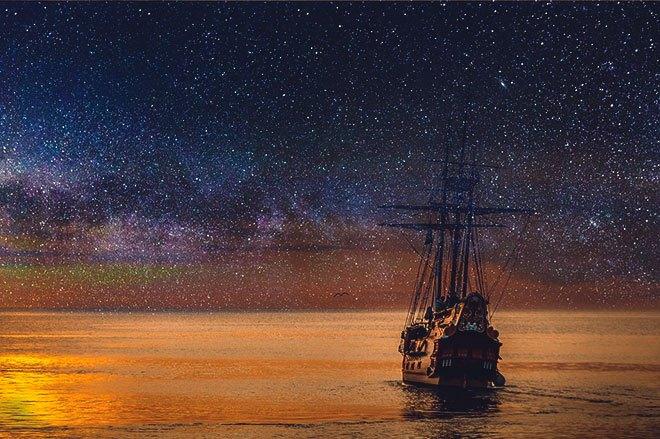 Корабль и звездное небо