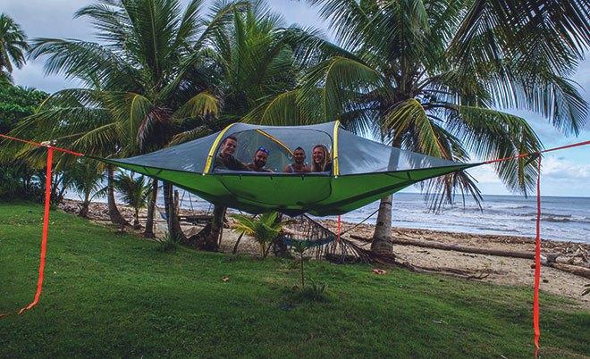 Люди в гамак-палатке.