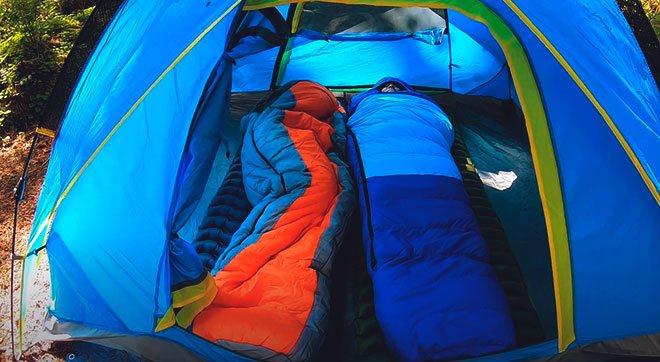Отдых в палатке на ковриках
