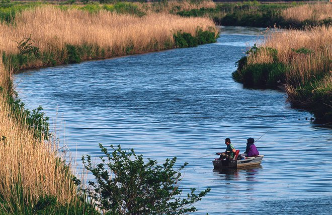 Рыбалка на лодке.