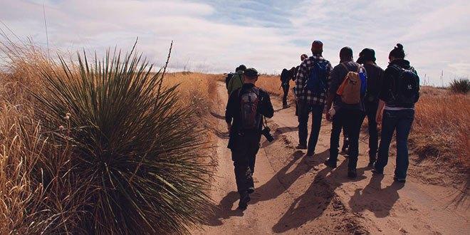 Группа турисов в пешем походе